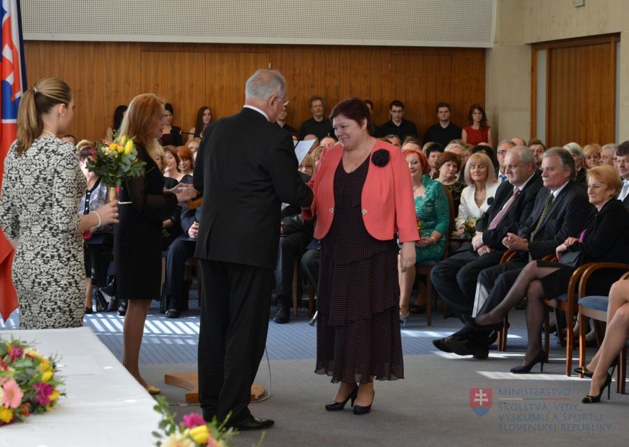 Ocenenie pani zástupkyne Slaziníkovej medailou sv. Gorazda