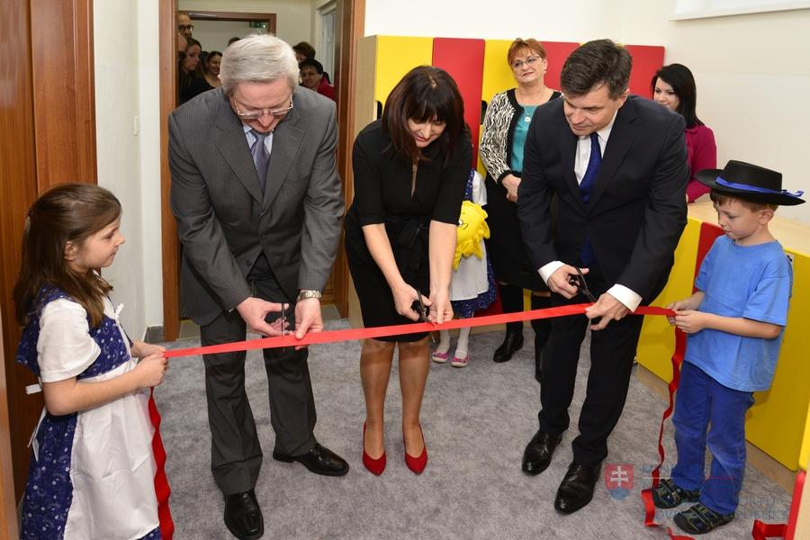 Minister Peter Plavčan otvoril novú budovu materskej školy v obci Zálesie bdbe699fe0b