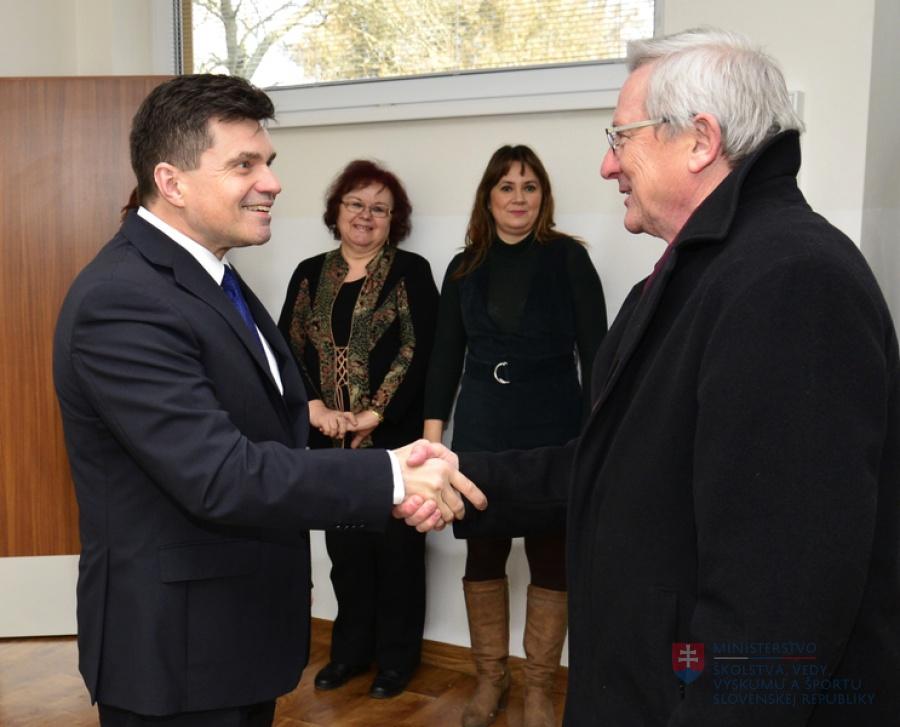 Minister Peter Plavčan otvoril novú budovu materskej školy v obci ... 049bc5b521c