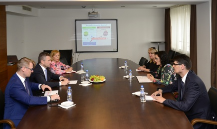 Predseda vlády navštívil ministerstvo školstva fe0ef14e47f