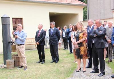 Desiatky návštevníkov Košarísk vrátane zástupcov rezortu školstva si uctili  pamiatku generála Štefánika d59be67e7ba